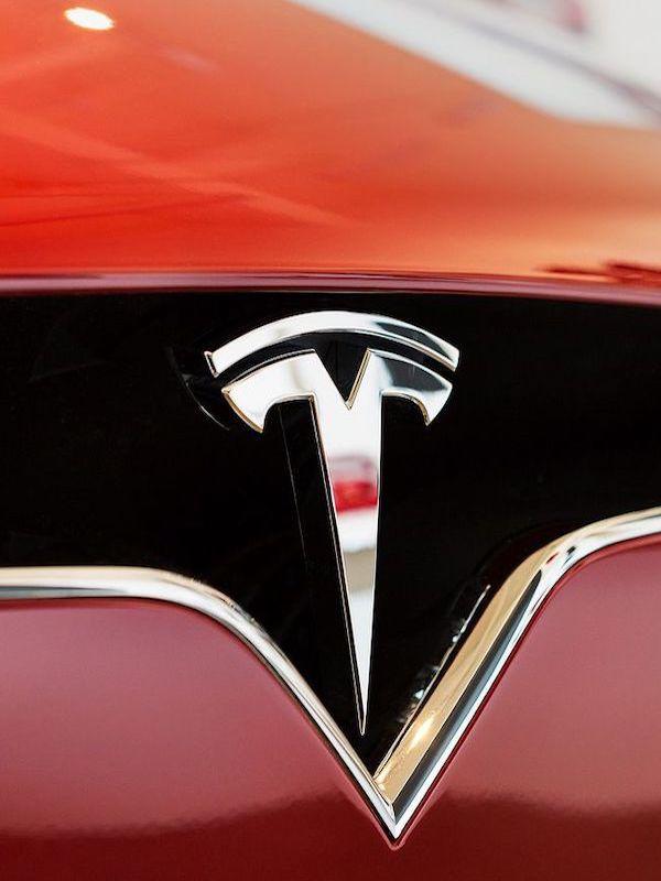 Tesla cae a los 'infiernos' en la Bolsa