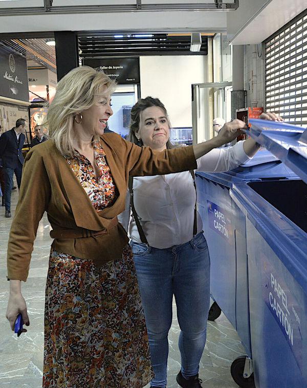 Granada se 'apunta' a la recogida selectiva de cartón en los mercados
