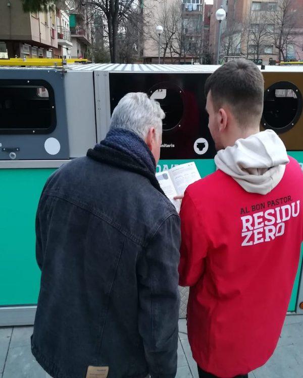 El barrio barcelonés 'Bon Pastor' amplia la recogida selectiva de basuras