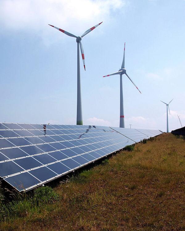 Endesa culpa a las subastas como las responsables de la 'burbuja' de las energías renovables