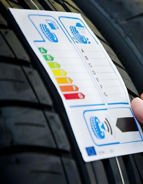 Europa da 'luz verde' para renovar el etiquetado energético de los neumáticos