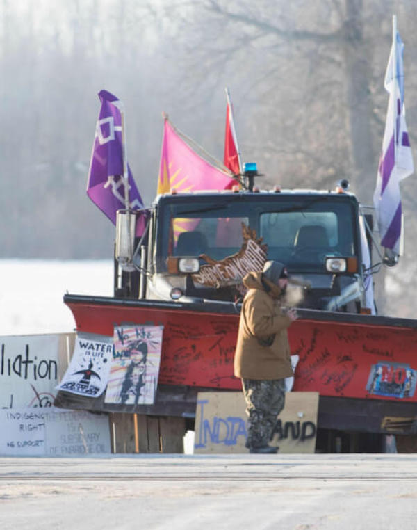 La Policía de Canadá 'se cubre de gloria' y detiene a varios indígenas en contra de la la red ferroviaria en Ontario