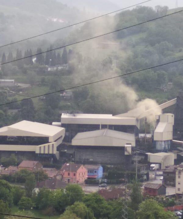 Langreo 'victima recurrente' de la contaminación