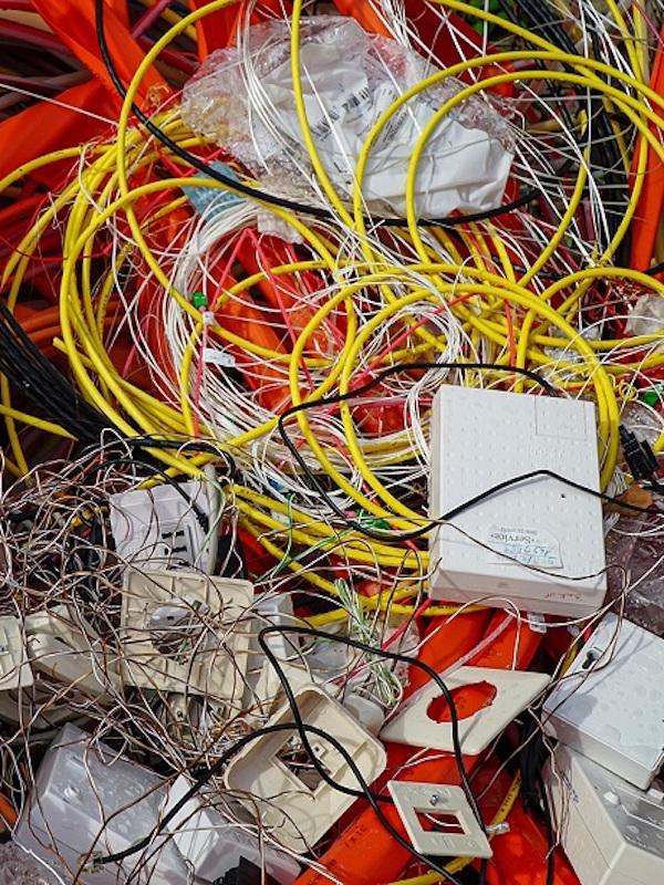 Ambianfe nos explica las maneras de evitar la generación de RAEE de material eléctrico