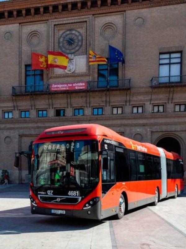 Autobuses articulados e híbridos se incorporan en Zaragoza