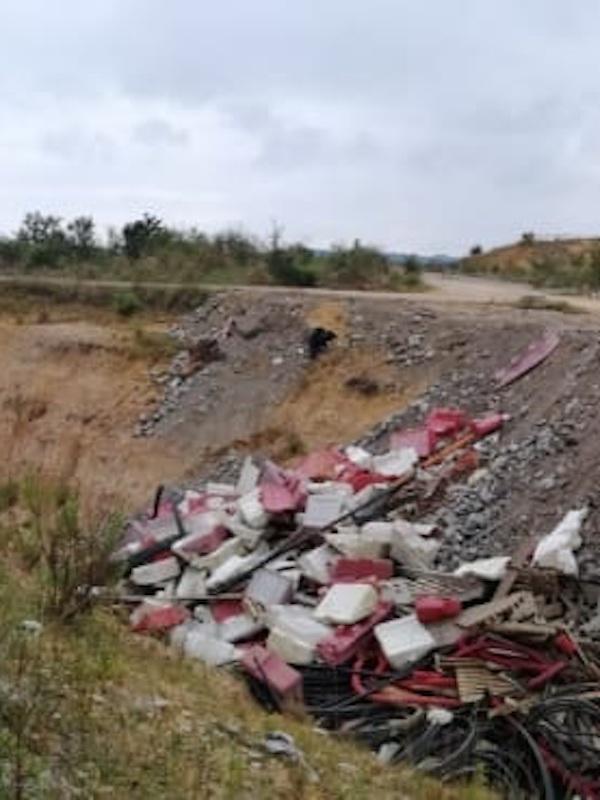Asturias. Tiran los residuos del polígono de Bobes en Siero sin control
