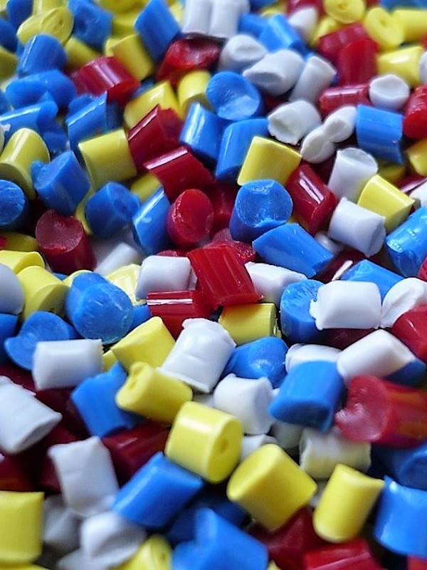 Tecnología verde para producir plásticos duros reciclables tras su uso