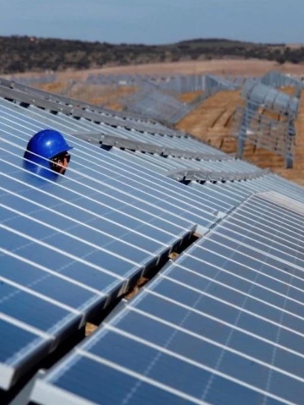 Iberdrola invertirá 180 millones de euros en el desarrollo de cuatro nuevas plantas fotovoltaicas en Extremadura
