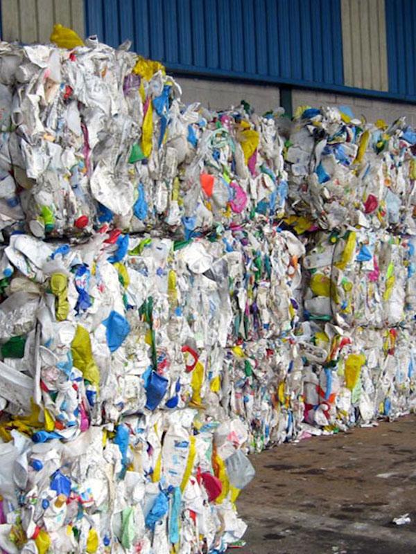 La industria del plástico se lamenta ante el Gobierno de España