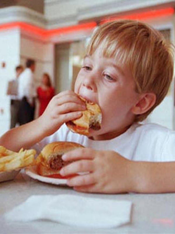 Premio ATILA. Un 'palo' para Díaz Ayuso por fomentar la comida rápida en niños