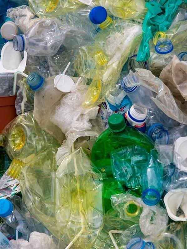 Más impuestos a los residuos, la tasa al plástico no es suficiente