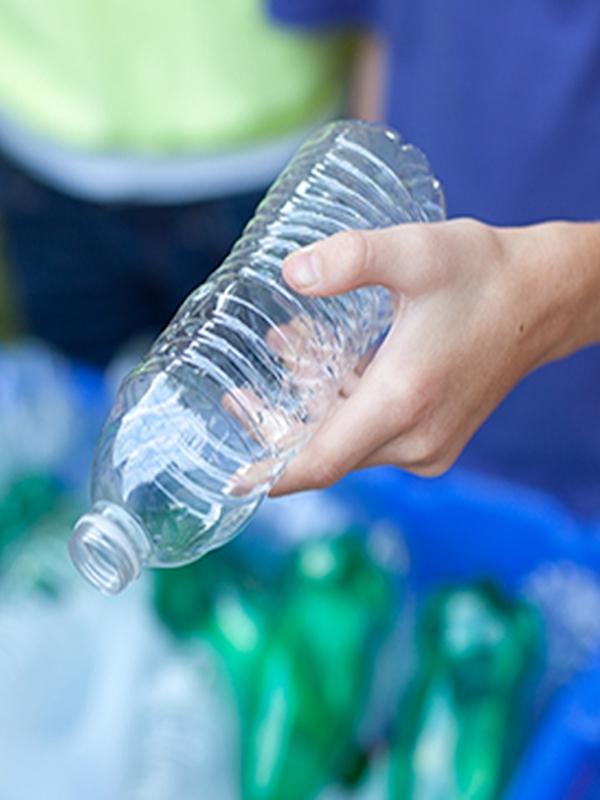 Tecnología verde para reducir y reutilizar los residuos de plástico de los hoteles