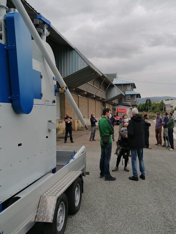 Se agrupan 15 cerealistas ecológicos de Navarra para adquirir una limpiadora de grano post cosecha