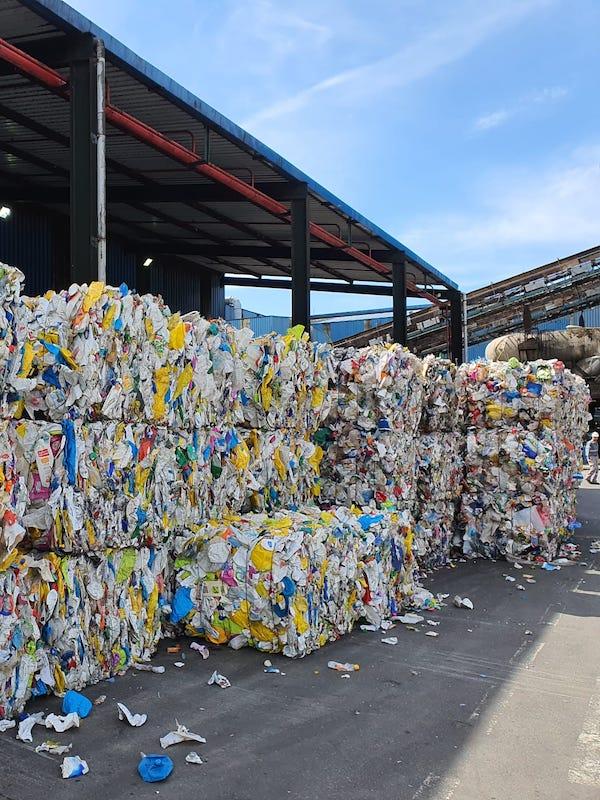 La producción de bolsa negra y el reciclaje de la amarilla 'al alza'