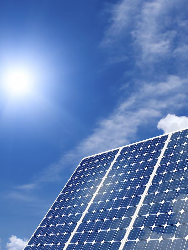El aire más limpio por el COVID-19 aumentó la energía solar