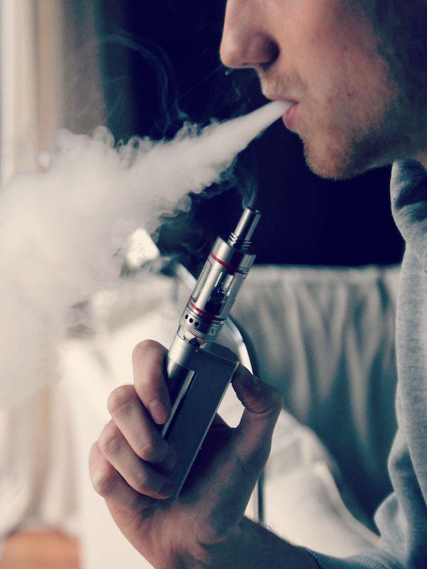 COVID-19,  así nos afecta el tabaco, vapers, y pipas de agua