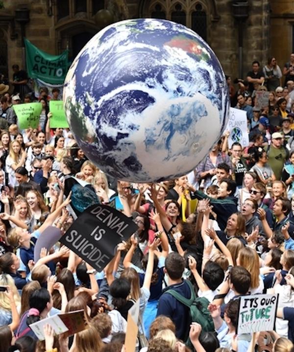 Las organizadoras de Fridays For Future de varios países de Europa van a convocan manifestaciones online con el hashtag #ClimateStrikeOnline.