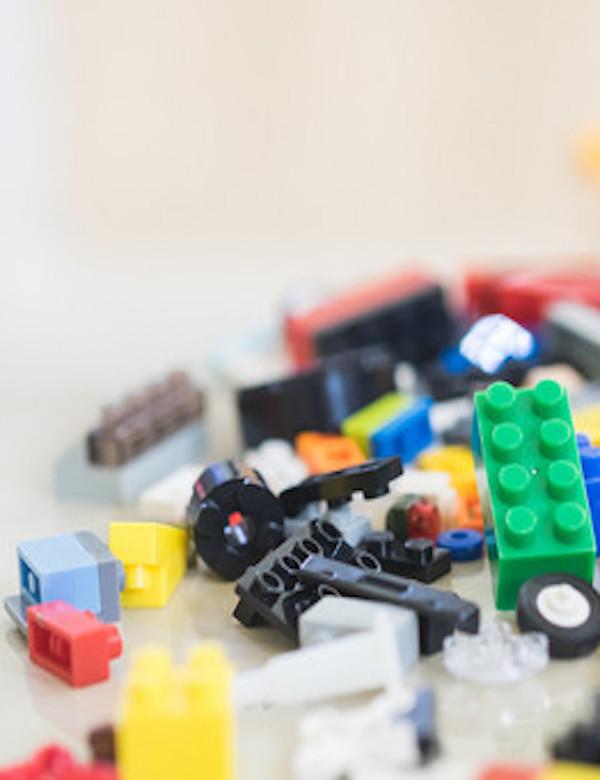 Deja ya de comprar LEGO o sus plásticos los 'sufrirán' tus descendientes hasta el año 3.320