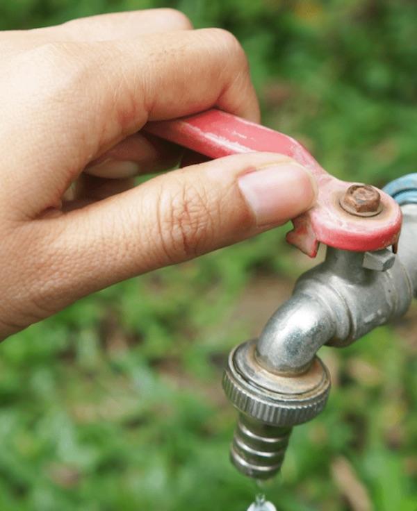 España prohíbe el corte de suministro de agua, electricidad y gas natural a consumidores vulnerables durante un mes prorrogable