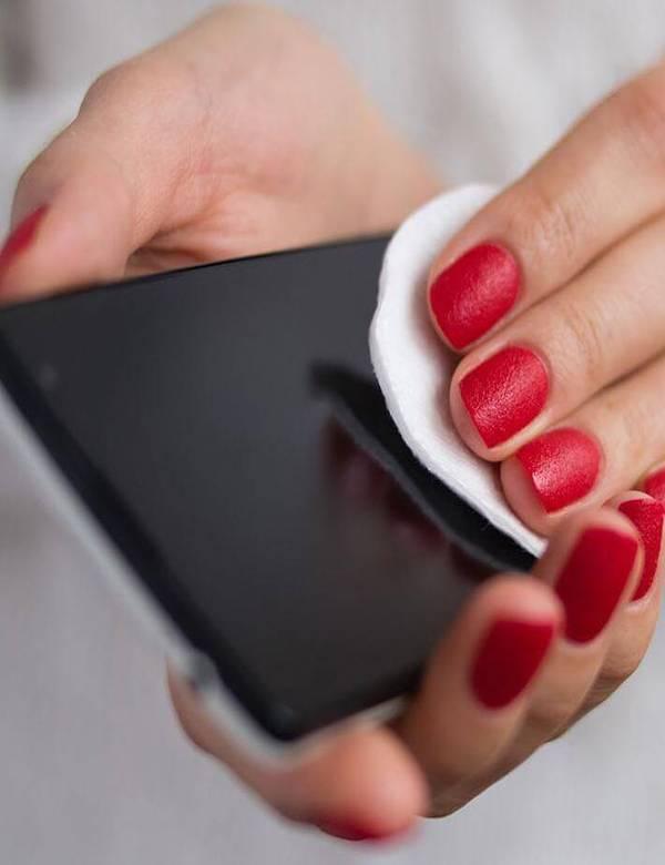 Los 5 mandamientos para desinfectar correctamente tu teléfono móvil