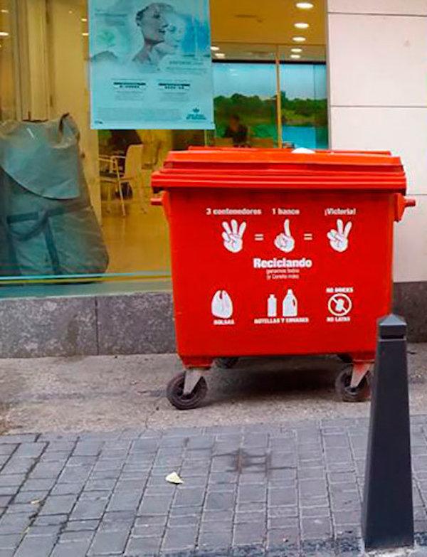 Los contendores rojos para los residuos Covid-19 llegan a 45 pueblos de Almería