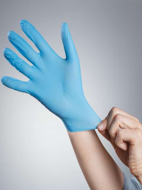Cómo quitarse los guantes correctamente para no contagiarse con el coronavirus