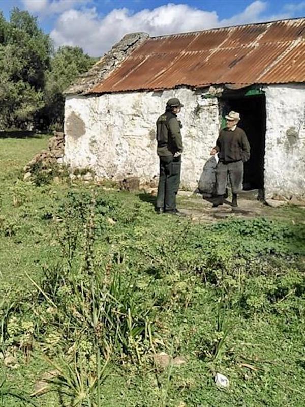 Los agentes de Medio Ambiente de Andalucía asesoran durante la alarma por COVID-19 a personas que viven aisladas en el campo