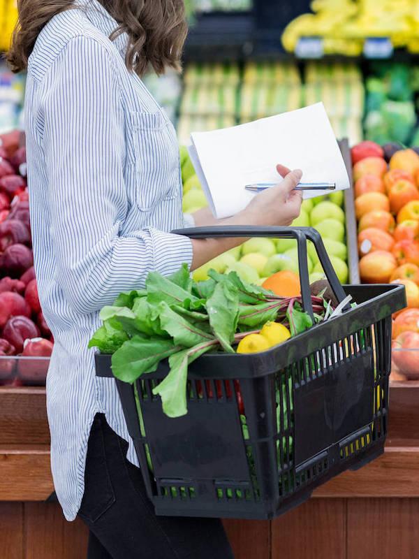 Los más mayores compran productos de proximidad y temporada durante la COVID-19