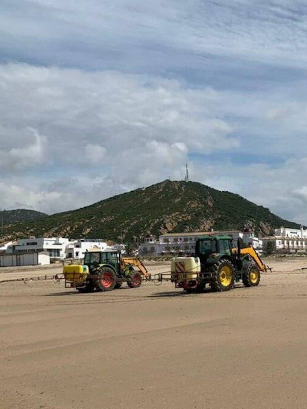 La salvajada de limpiar las playas con lejía o desinfectantes similares