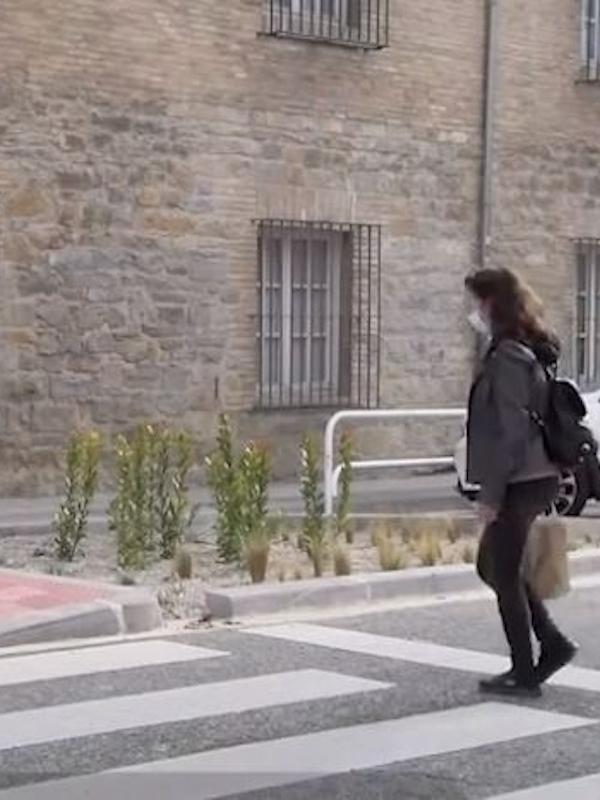 Pamplona 'saca pecho' con su primer paso de peatones 'verde' creando una zona ajardinada sin riego
