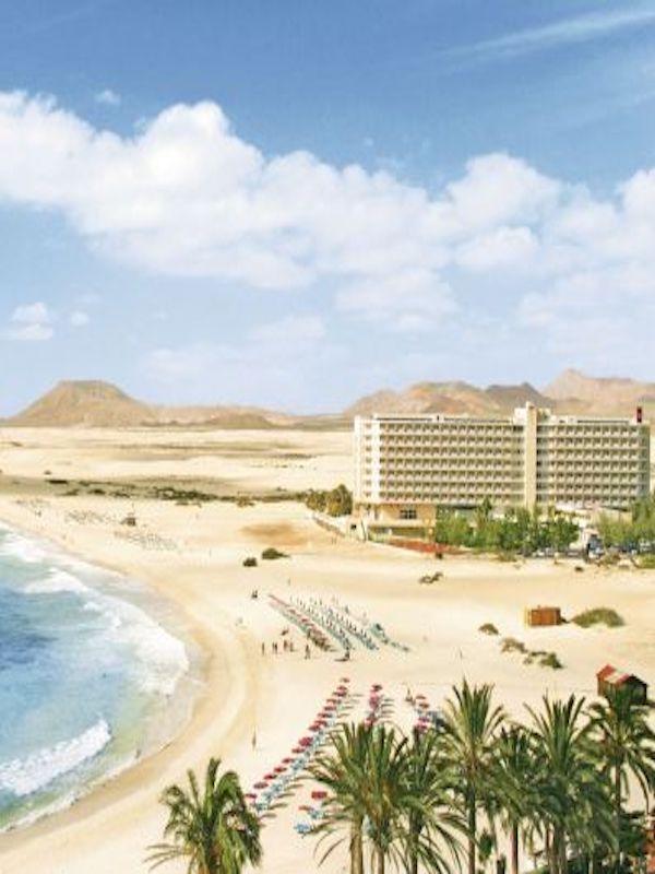 """Canarias. Pretenden construir en dominio público LOS APARTAMENTOS Y EL HOTEL """"OLIVA BEACH"""" en las playas del Corralejo"""
