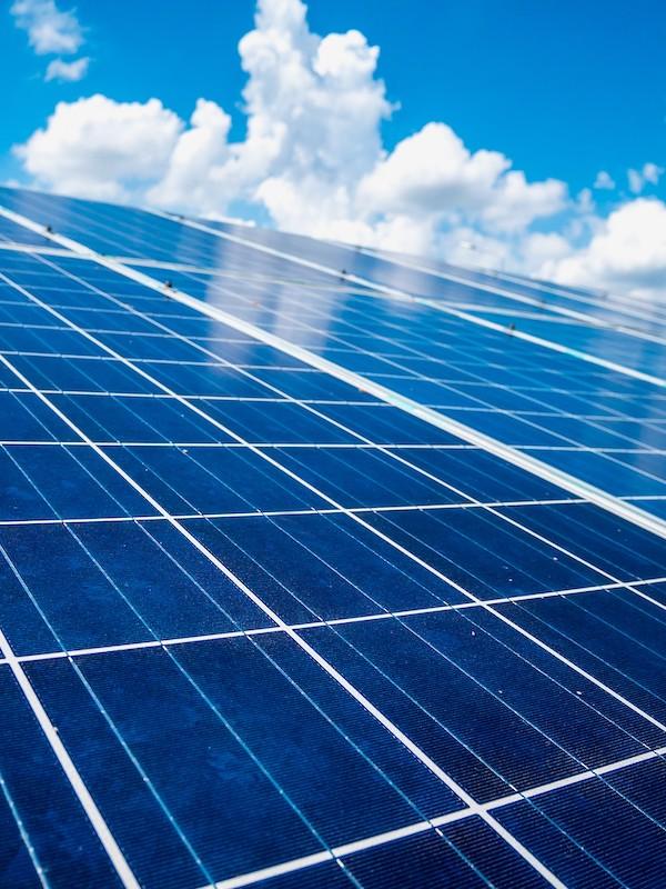 El primer proyecto solar de Amazon en Europa ya suministra energía 'verde' a España