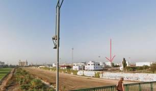 Tarragona. Mare Terra recoge firmas por el traslado de la empresa CLH, situada al lado del 'fragil' rio Francolí