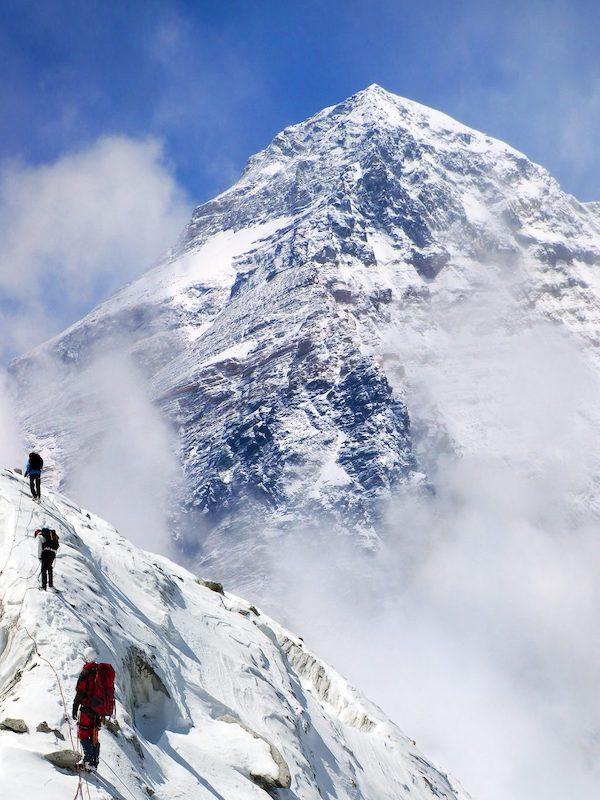 Residuos. Microplásticos en la nieve del Everest