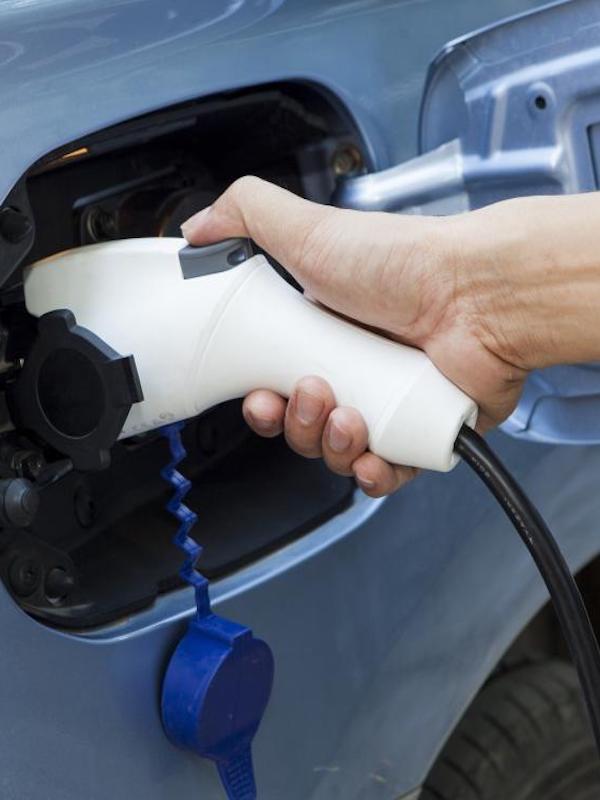 Movilidad eléctrica. Andalucía 'apuesta' por los puntos de recarga del coche eléctrico y bicicleta eléctrica