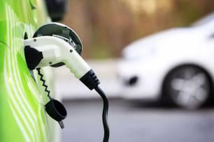 Movilidad eléctrica, la falta de puntos de recarga y el precio, los principales motivos para no comprar un coche eléctrico