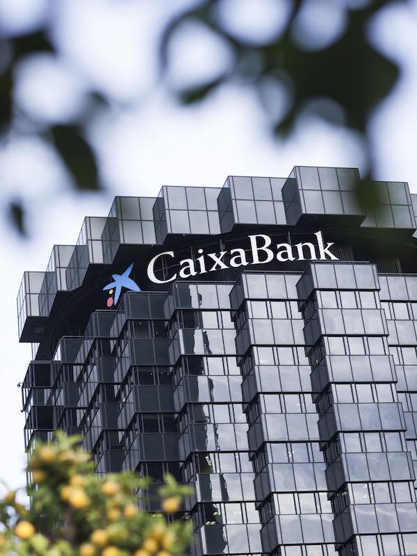 Inversiónes en Verde. CaixaBank invierte 12.000 millones en financiaciones sostenibles en 2020