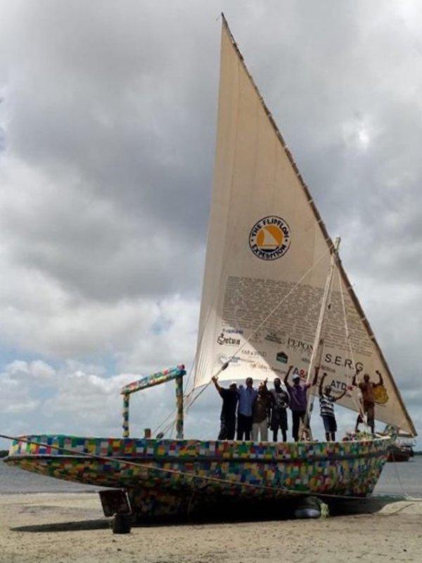 Flipflopi, el velero fabricado con residuos plásticos, viajará por el lago más grande de África