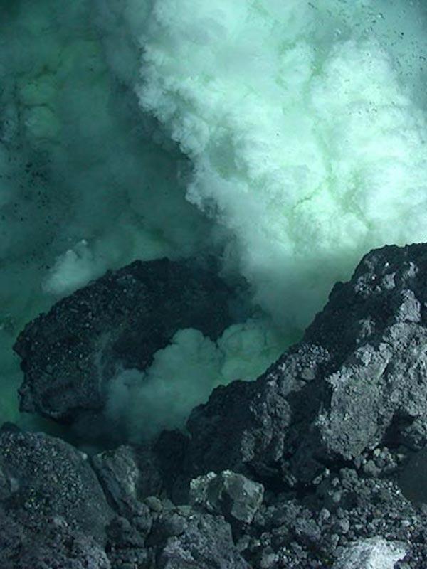 Proponen esparcir ceniza volcánica en el fondo marino para restar CO2