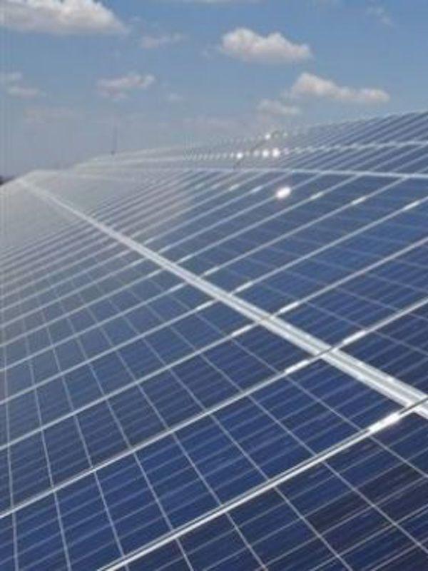 Las plantas fotovoltaicas instaladas en Extremadura ocupan apenas el 0,08 por ciento del territorio regional