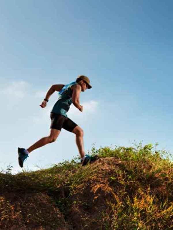 Una mayor ingesta de carbohidratos reduce el daño muscular de los corredores de maratón de montaña