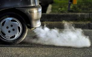 Daimler y Jaguar Land Rover en el 'pelotón de los torpes' por no cumplir la norma de Europa sobre emisiones