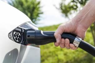 Andalucía debe concurrir a las ayudas autonómicas para la adquisición de vehículos eléctricos