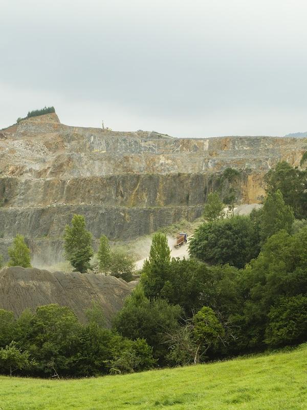 Asturias intenta colar otra vez la planta de hormigón en las Caldas