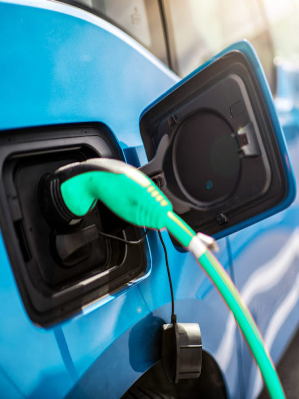 Expertos en movilidad abogan por preparar a la industria del automóvil para producir el vehículo eléctrico