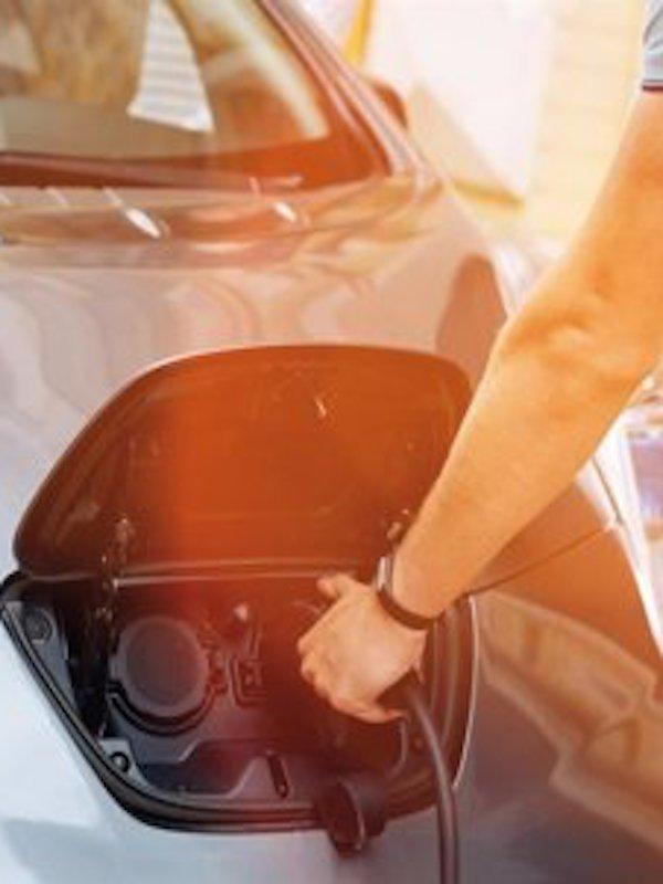 Iberdrola acude al ICO para implementar puntos de recarga de coches eléctricos en España y Portugal