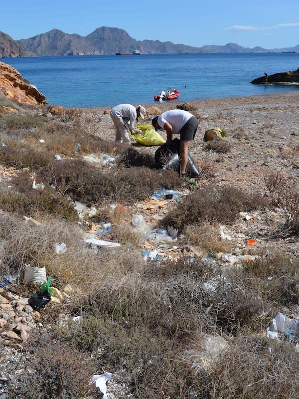 Cartagena. Salitrona y El Cantalar, una vez más sin basuras, aunque solo sea durante un tiempo.