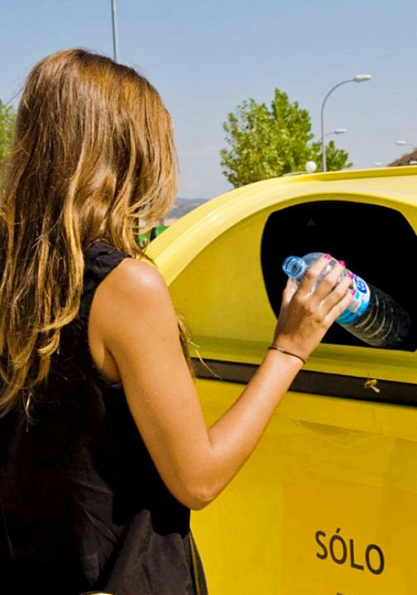 Huelva aumenta notablemente los depósitos en los contenedores amarillos