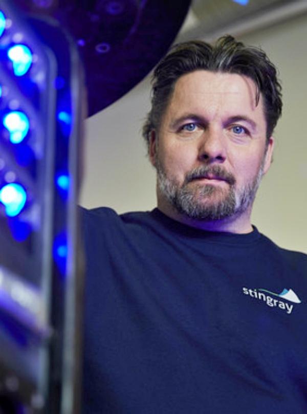 Tecnología verde para quitar los piojos a los salmones con rayos láser