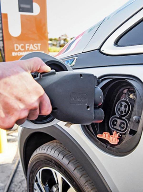 Ezentis se involucra en la implementación de electrolineras en España